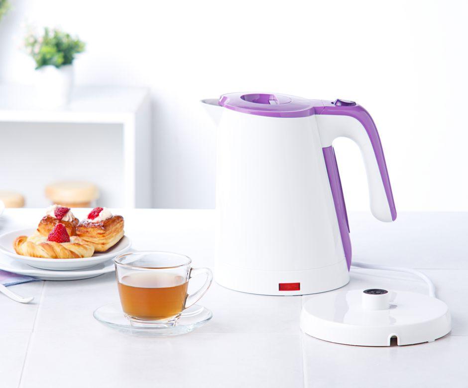 Mit einem entkalkten Wasserkocher spart man nicht nur Energie, sondern auch der Tee schmeckt besser Foto: John Kasawa / shutterstock.com